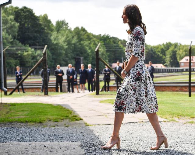 Diện váy vintage như công nương Kate Middleton, bạn đã biết cách chưa? - Ảnh 4.