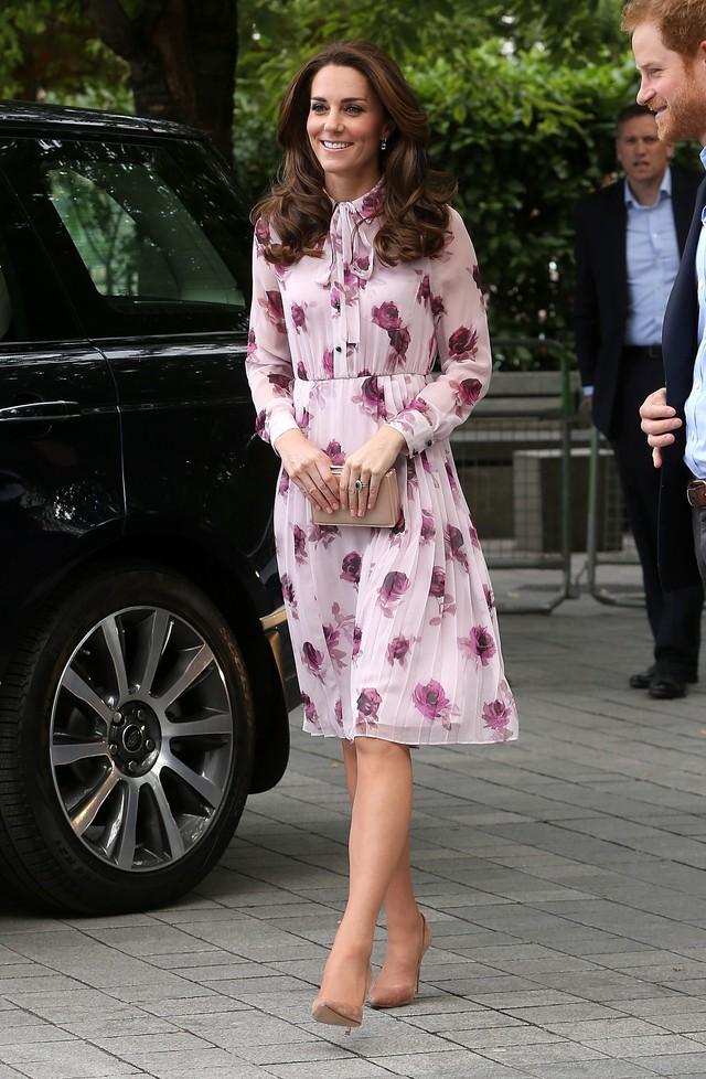 Diện váy vintage như công nương Kate Middleton, bạn đã biết cách chưa? - Ảnh 7.