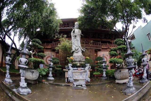 Ngôi chùa mang phong cách Nhật Bản giữa phố núi Gia Lai - Ảnh 3.