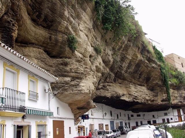 Thăm ngôi làng đá đè ở Tây Ban Nha - Ảnh 8.