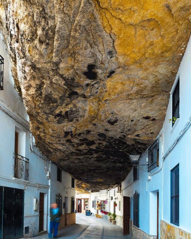 Thăm ngôi làng đá đè ở Tây Ban Nha - Ảnh 5.