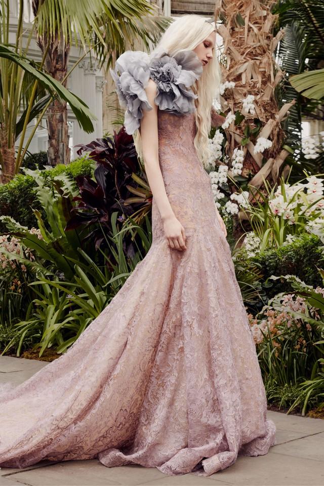 BST váy cưới Xuân – Hè 2020 của Vera Wang: đẹp 360 độ - Ảnh 1.