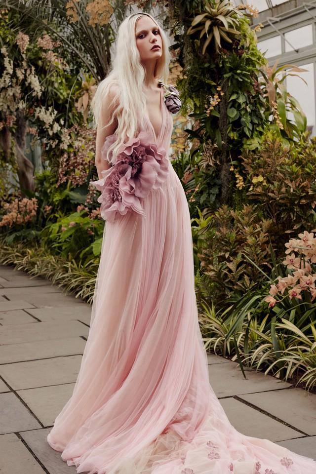BST váy cưới Xuân – Hè 2020 của Vera Wang: đẹp 360 độ - Ảnh 9.
