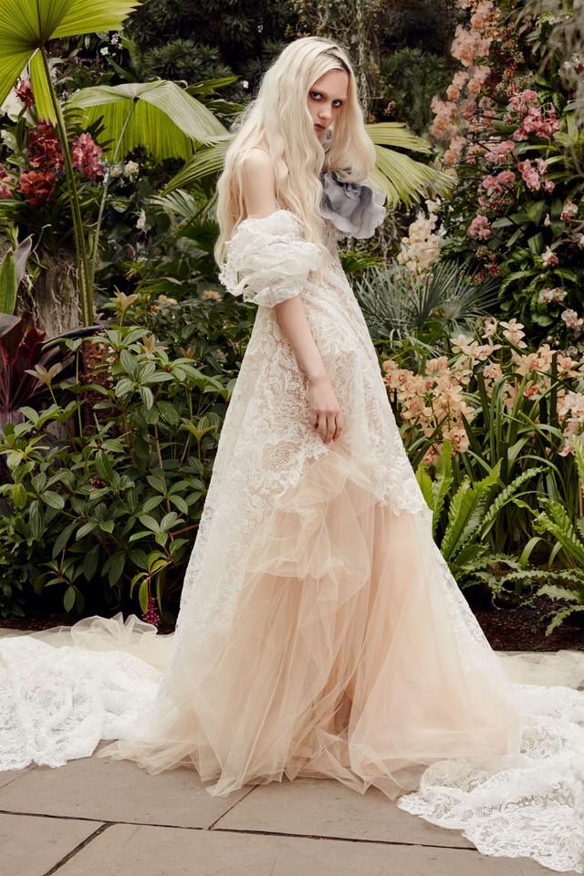 BST váy cưới Xuân – Hè 2020 của Vera Wang: đẹp 360 độ - Ảnh 12.