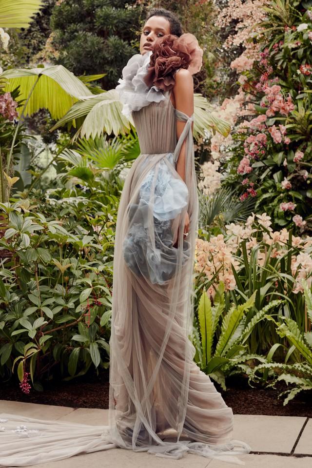 BST váy cưới Xuân – Hè 2020 của Vera Wang: đẹp 360 độ - Ảnh 10.