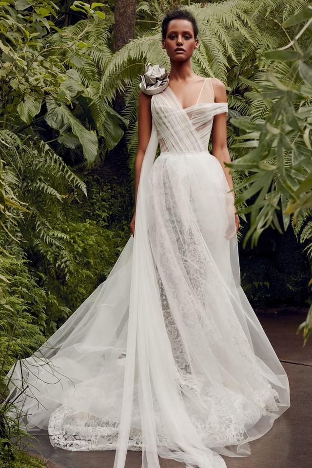 BST váy cưới Xuân – Hè 2020 của Vera Wang: đẹp 360 độ - Ảnh 13.