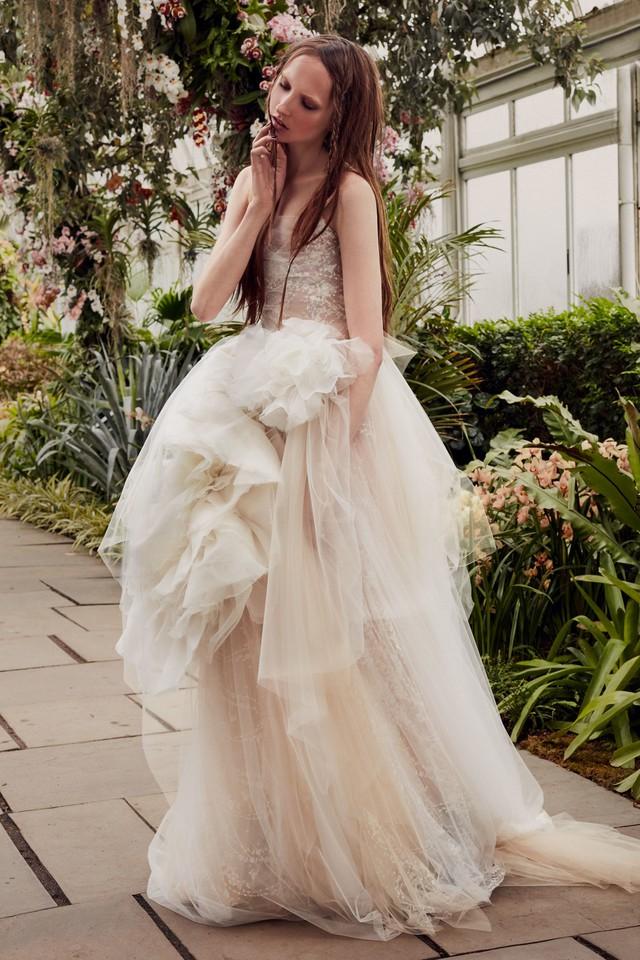 BST váy cưới Xuân – Hè 2020 của Vera Wang: đẹp 360 độ - Ảnh 15.