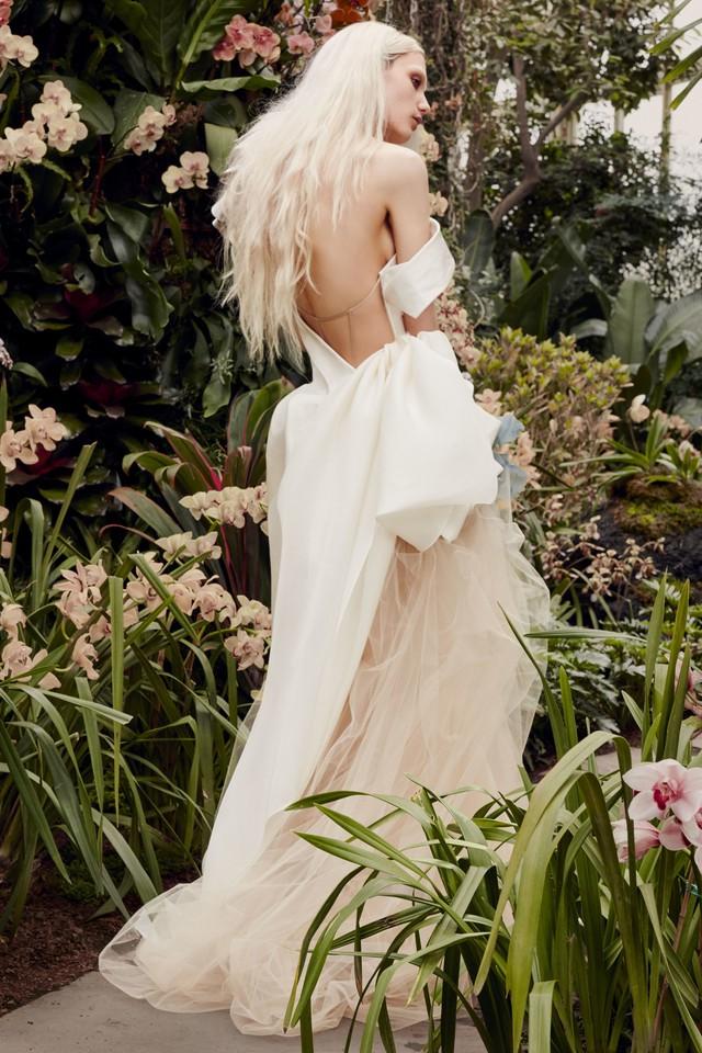 BST váy cưới Xuân – Hè 2020 của Vera Wang: đẹp 360 độ - Ảnh 16.