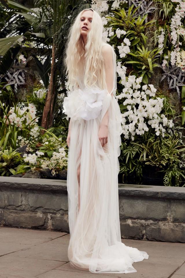 BST váy cưới Xuân – Hè 2020 của Vera Wang: đẹp 360 độ - Ảnh 3.