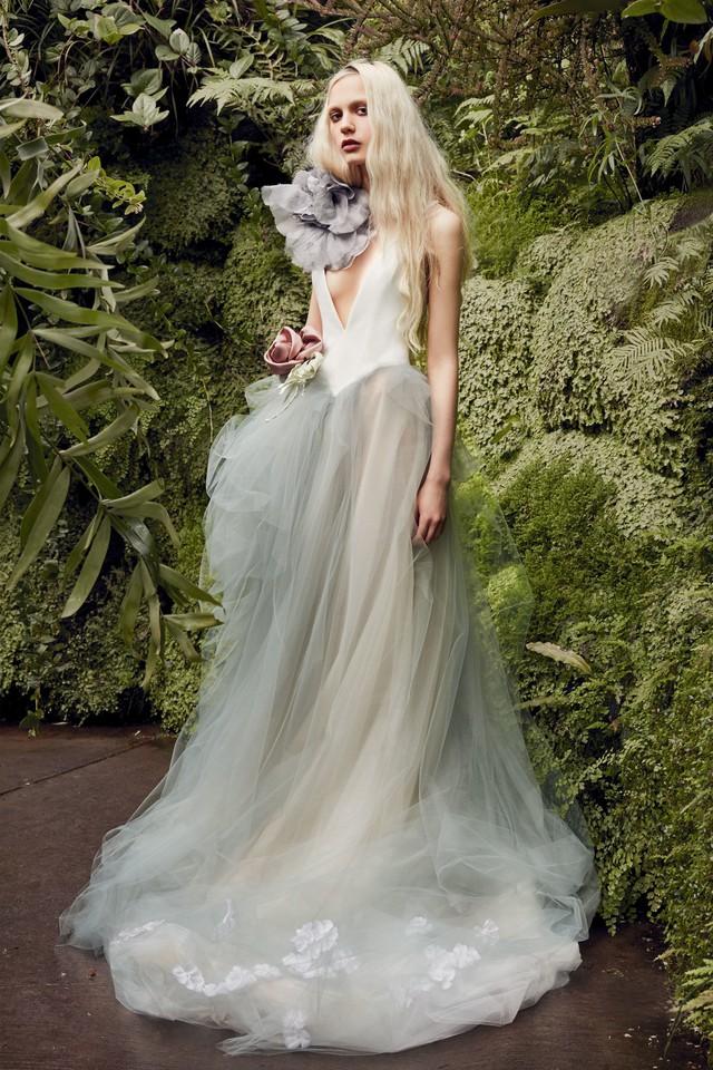 BST váy cưới Xuân – Hè 2020 của Vera Wang: đẹp 360 độ - Ảnh 4.