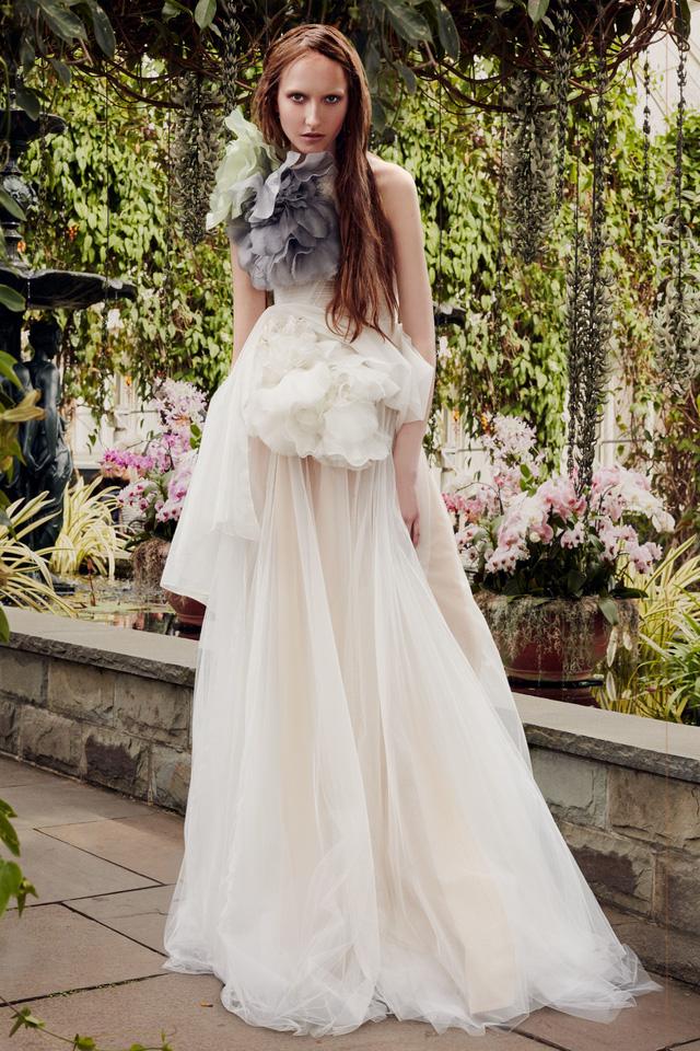 BST váy cưới Xuân – Hè 2020 của Vera Wang: đẹp 360 độ - Ảnh 5.