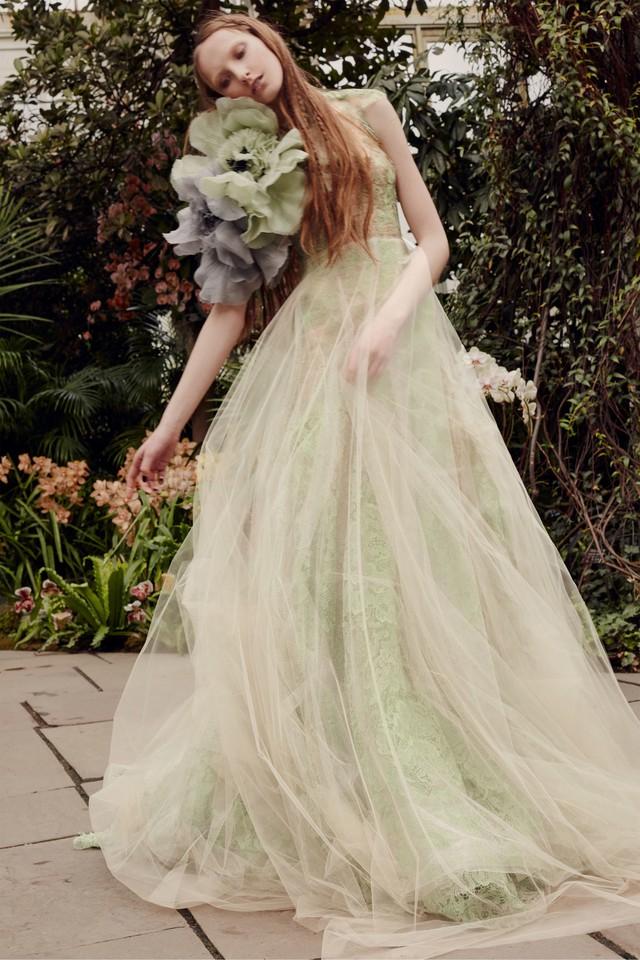 BST váy cưới Xuân – Hè 2020 của Vera Wang: đẹp 360 độ - Ảnh 6.