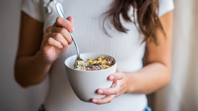Điều gì thực sự xảy ra với cơ thể khi bạn ăn yến mạch mỗi ngày - Ảnh 4.