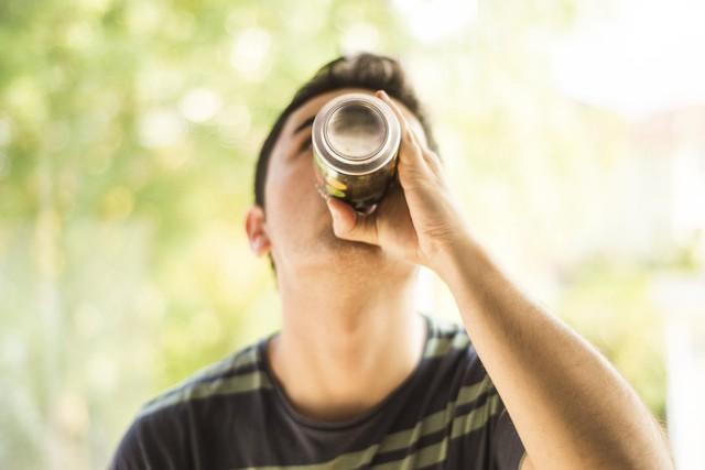 Đừng để trẻ nhỏ nghiện nước tăng lực - Ảnh 1.
