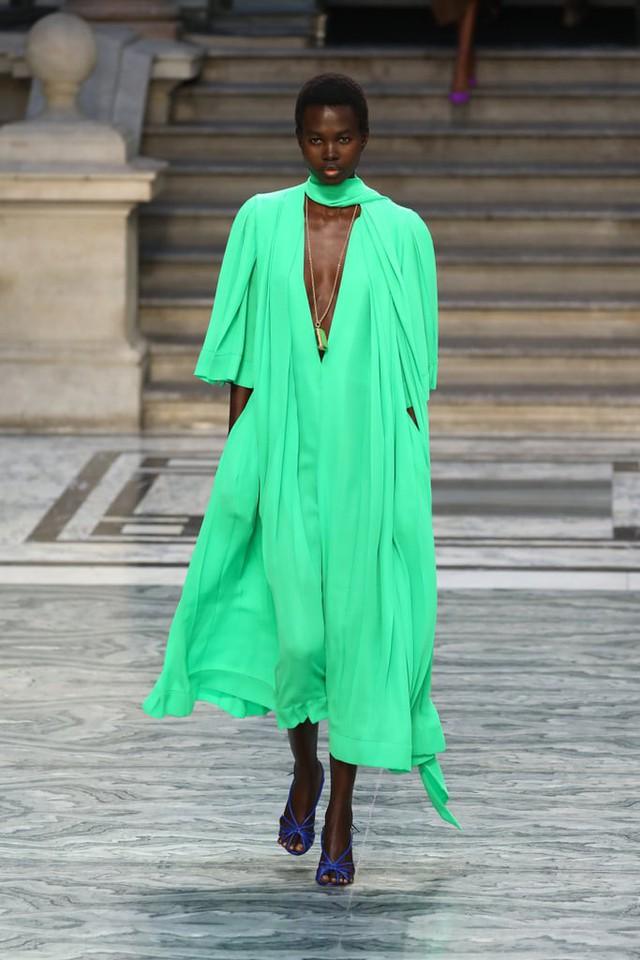 BST mới nhất của Victoria Beckham tại London Fashion Week 2020 - Ảnh 10.