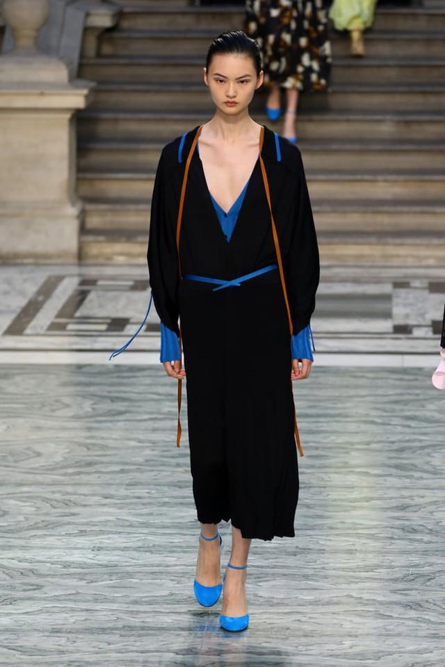 BST mới nhất của Victoria Beckham tại London Fashion Week 2020 - Ảnh 4.