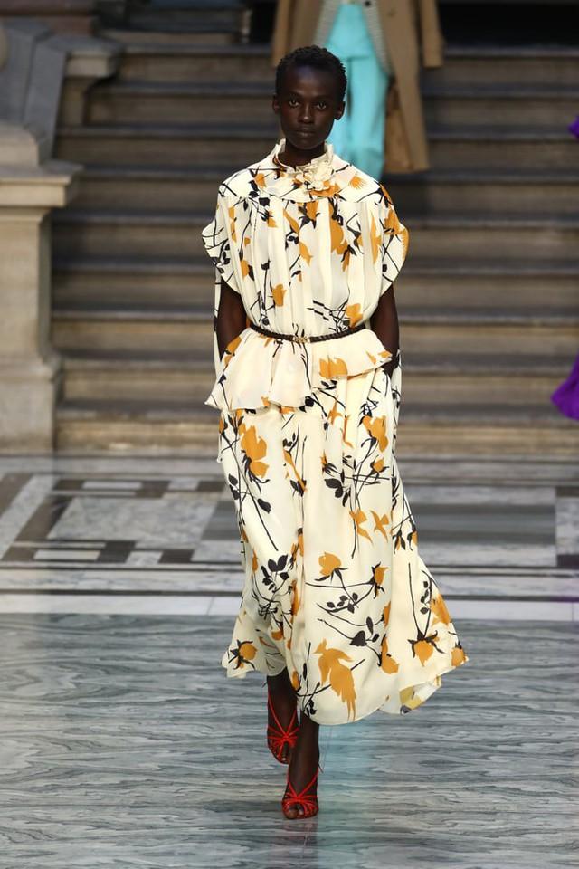 BST mới nhất của Victoria Beckham tại London Fashion Week 2020 - Ảnh 17.