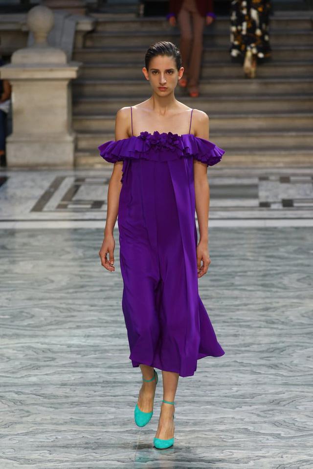 BST mới nhất của Victoria Beckham tại London Fashion Week 2020 - Ảnh 20.