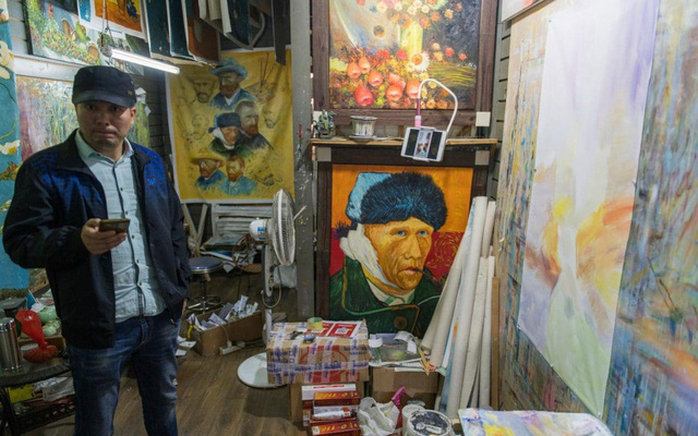 Có một đại công xưởng sao chép tranh tại Trung Quốc - Ảnh 3.