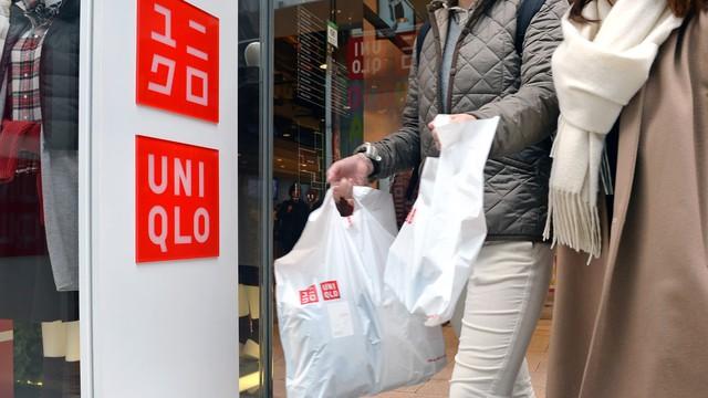 Uniqlo sẽ ra mắt BST làm bằng chất liệu nhựa tái chế - Ảnh 2.