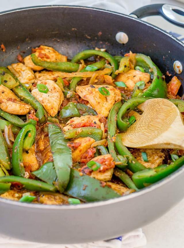 3 món ăn bổ sung vitamin với ớt chuông - Ảnh 2.