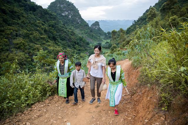 Hoa hậu Lương Thùy Linh thực hiện dự án nhân ái tại Cao Bằng - Ảnh 4.