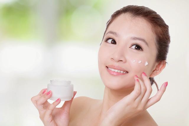 Cách chăm sóc da mặt hiệu quả vào mùa hanh khô - Ảnh 1.