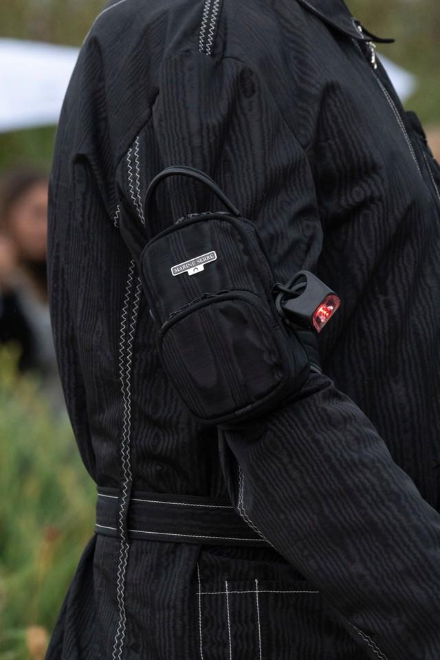 Túi xách siêu nhỏ tiếp tục đổ bộ các tuần lễ thời trang - Ảnh 14.