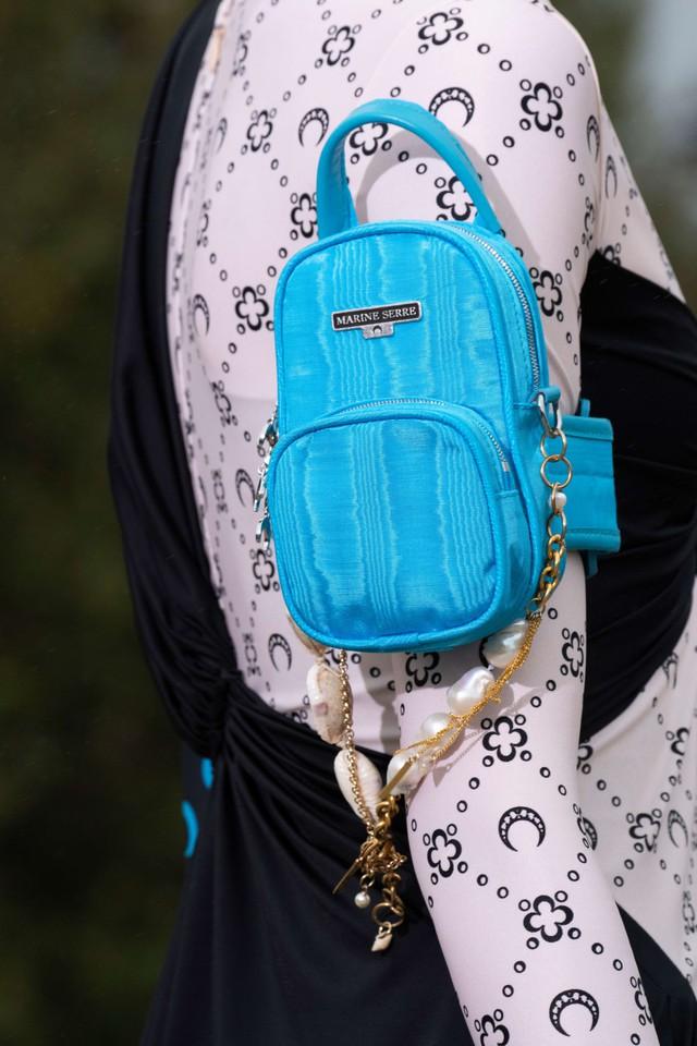 Túi xách siêu nhỏ tiếp tục đổ bộ các tuần lễ thời trang - Ảnh 15.