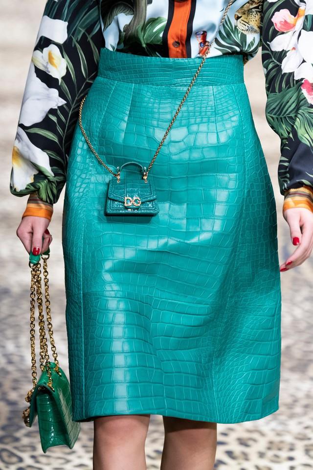 Túi xách siêu nhỏ tiếp tục đổ bộ các tuần lễ thời trang - Ảnh 5.