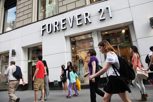 Thương hiệu Forever 21 nộp đơn xin bảo hộ phá sản tại Mỹ - Ảnh 1.