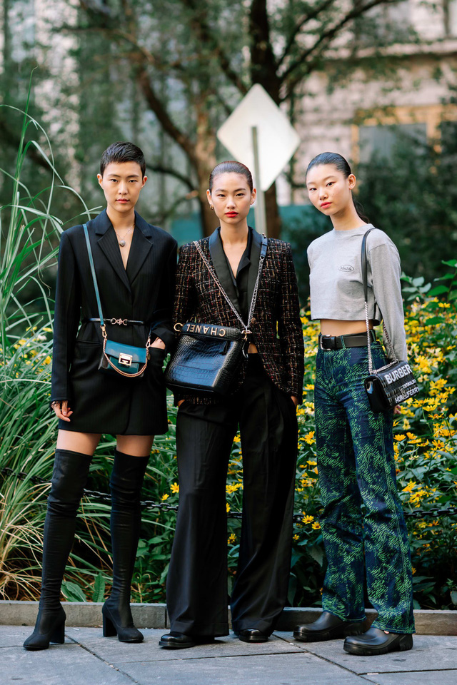 Những bộ cánh cá tính tại 2 ngày đầu New York Fashion Week - Ảnh 3.