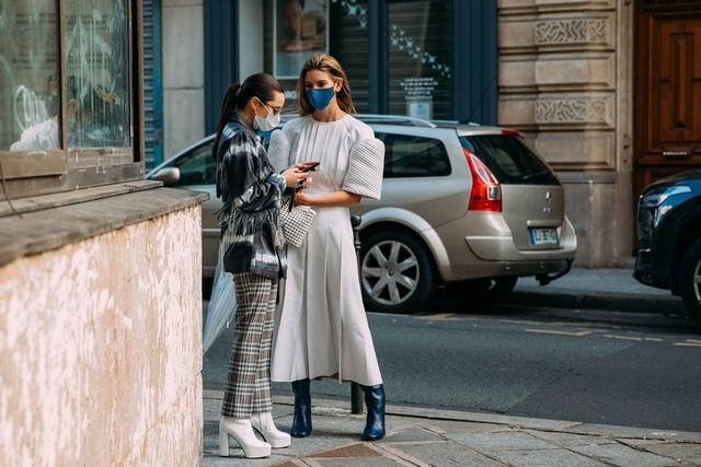 Paris Fashion Week Xuân – Hè 2021: mốt nhất là… khẩu trang - Ảnh 11.