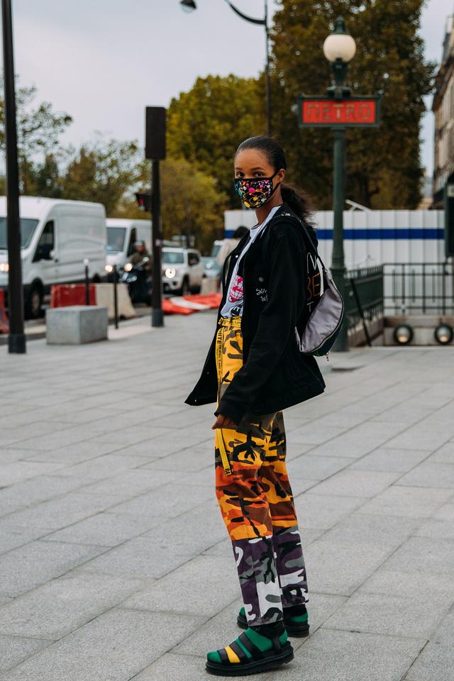 Paris Fashion Week Xuân – Hè 2021: mốt nhất là… khẩu trang - Ảnh 7.