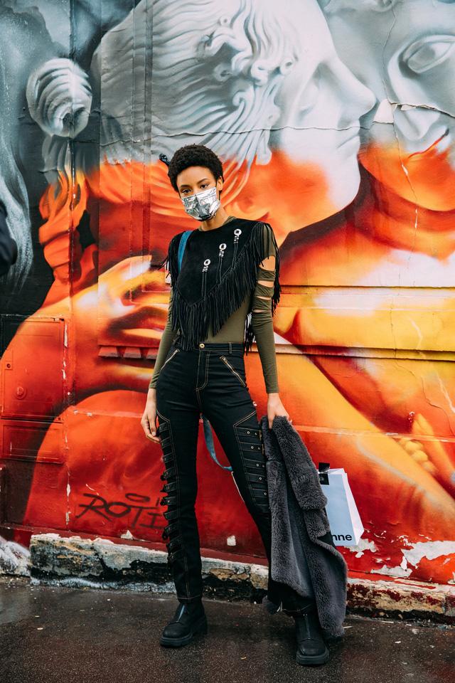 Paris Fashion Week Xuân – Hè 2021: mốt nhất là… khẩu trang - Ảnh 10.