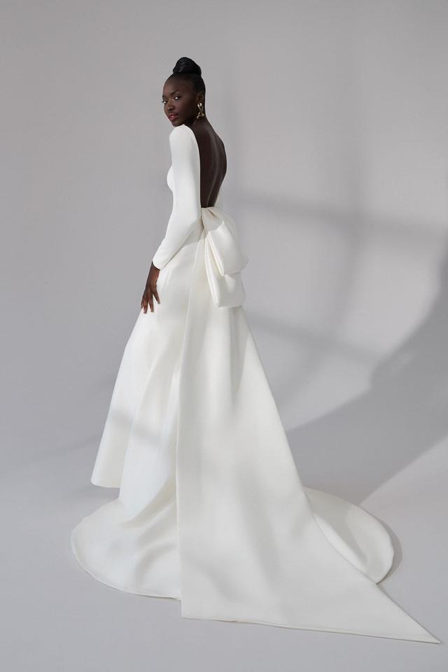 10 bộ váy cô dâu đẹp nhất mùa cưới này - Ảnh 3.