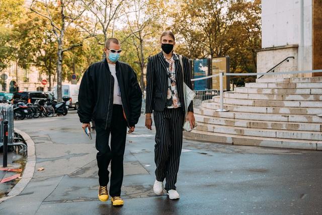 Street style tại các tuần lễ thời trang: suits vẫn phủ sóng - Ảnh 2.