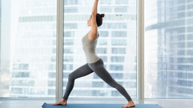 Các tư thế yoga người mới bắt đầu nên biết - Ảnh 1.