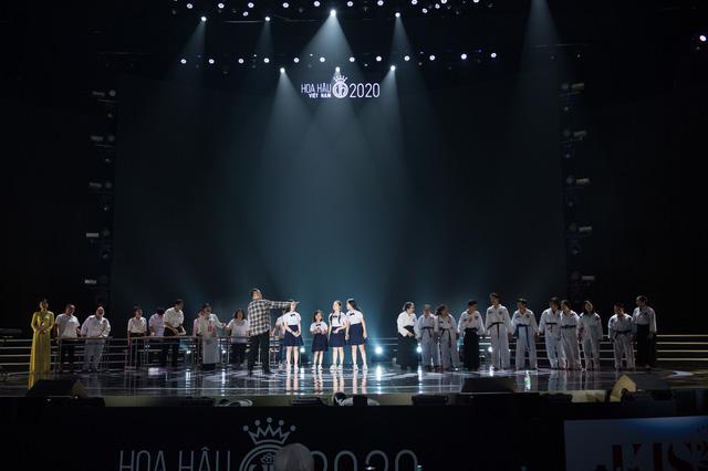 Đột nhập sân khấu Đêm chung kết Hoa hậu Việt Nam 2020 trước giờ G - Ảnh 1.