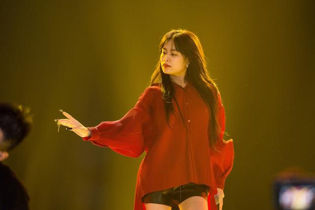 Đột nhập sân khấu Đêm chung kết Hoa hậu Việt Nam 2020 trước giờ G - Ảnh 4.