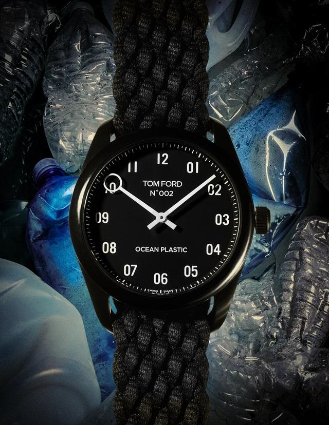 Tom Ford giới thiệu mẫu đồng hồ từ rác thải nhựa - Ảnh 2.