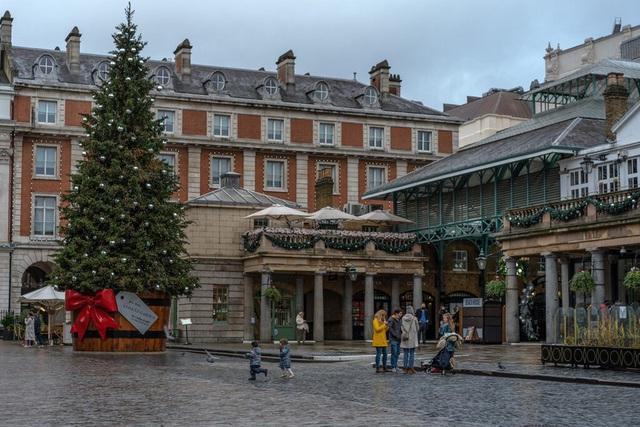 Giáng sinh vắng vẻ tại mọi thành phố trên thế giới - Ảnh 2.
