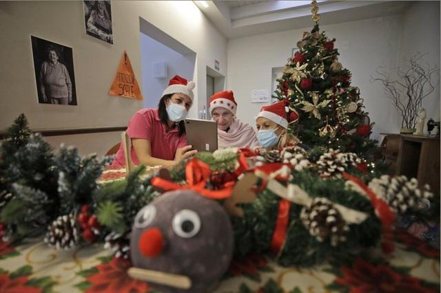 Giáng sinh vắng vẻ tại mọi thành phố trên thế giới - Ảnh 4.