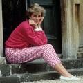 Những trang phục street style truyền cảm hứng của Công nương Diana