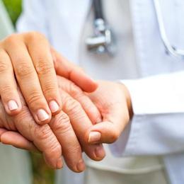 Những nguyên nhân dẫn đến chứng run tay ở người cao tuổi