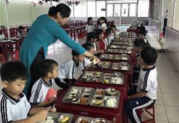 Đảm bảo dinh dưỡng và an toàn thực phẩm bữa ăn học đường
