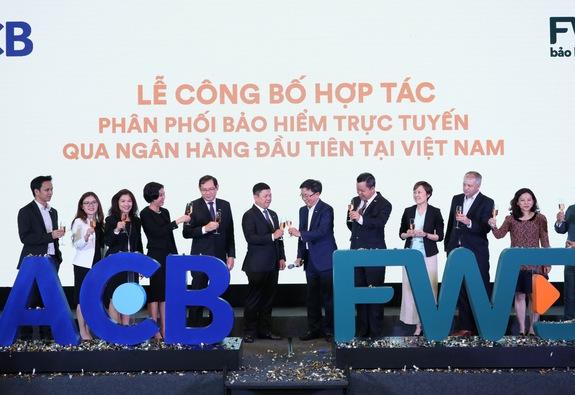 FWD chính thức phân phối bảo hiểm trực tuyến qua Ngân hàng ACB
